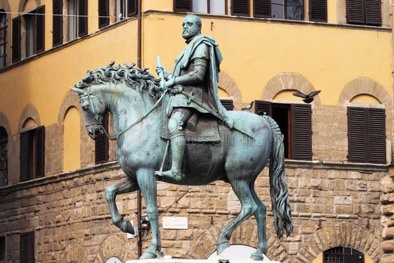 Statua equestre di Cosimo I a Firenze immagini stock
