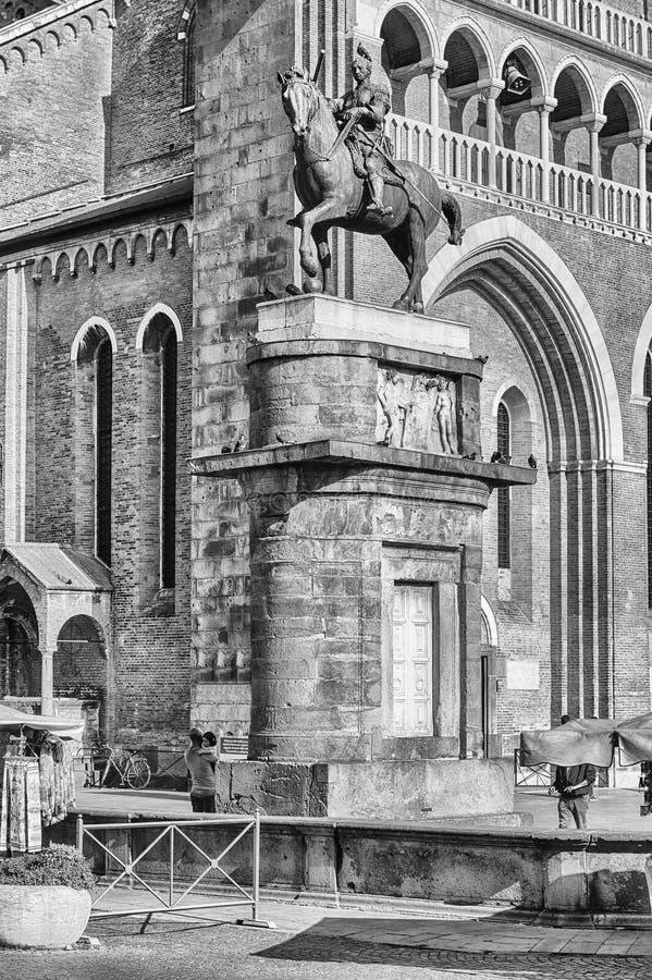 Statua equestre di Erasmo da Narni aka Gattamelata, Padova, AIS immagini stock