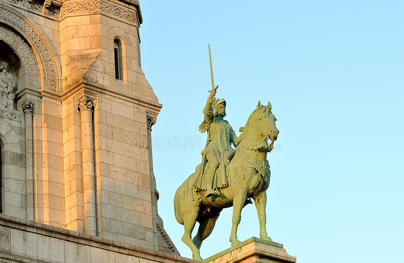 Statua equestre di Giovanna d'Arco fuori della basilica Sacre Coeur, Montmartre, Parigi fotografia stock
