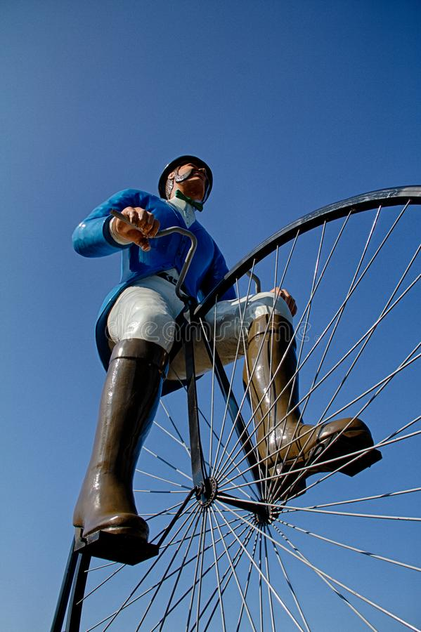 Statua gigante del ciclista in porto Byron, Illinois fotografia stock libera da diritti