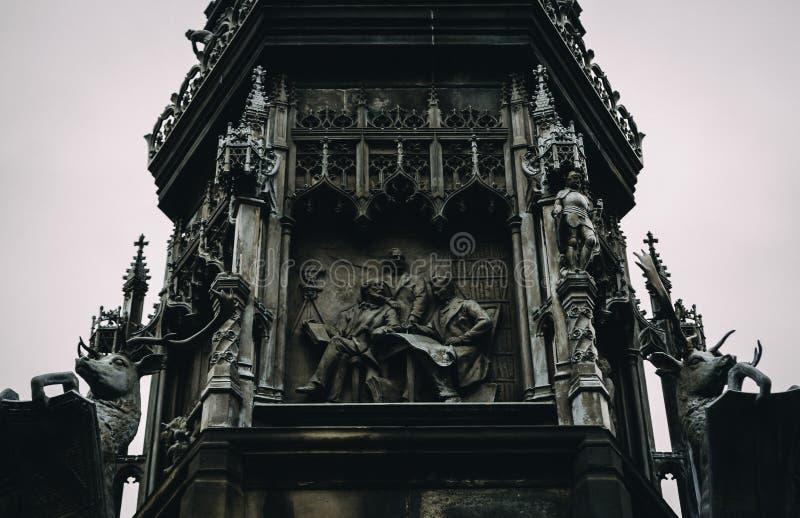Statua gotica di Walter Francis Montagu Douglas Scott fotografie stock