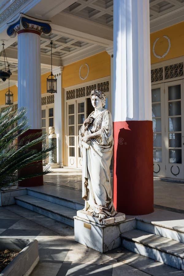 Statua Grecki mityczny duma w Achilleion pałac, Corfu wyspa, Grecja, budujący imperatorową Austria Elisabeth Bavaria zdjęcia stock