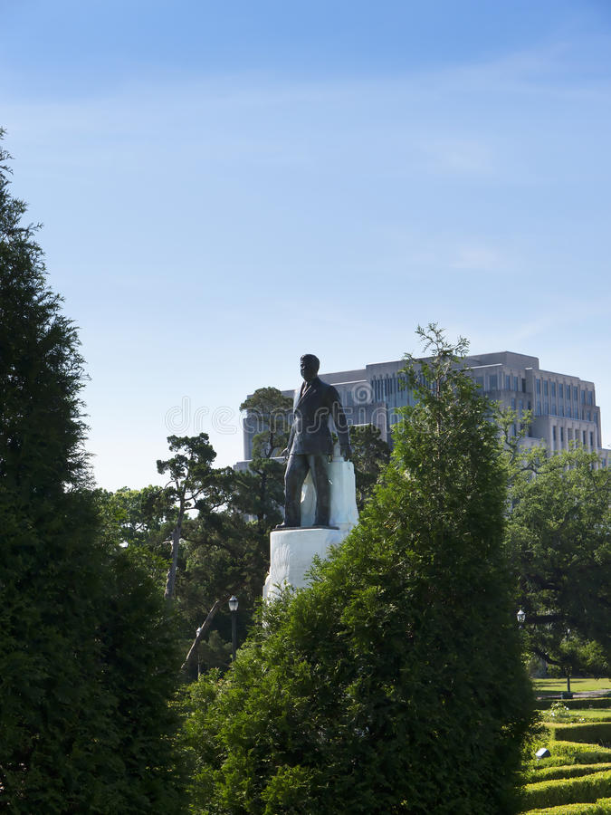 Statua Huey Tęsk przy Luizjana stanu capitol lokalizuje w w centrum Baton Rogue zdjęcie stock