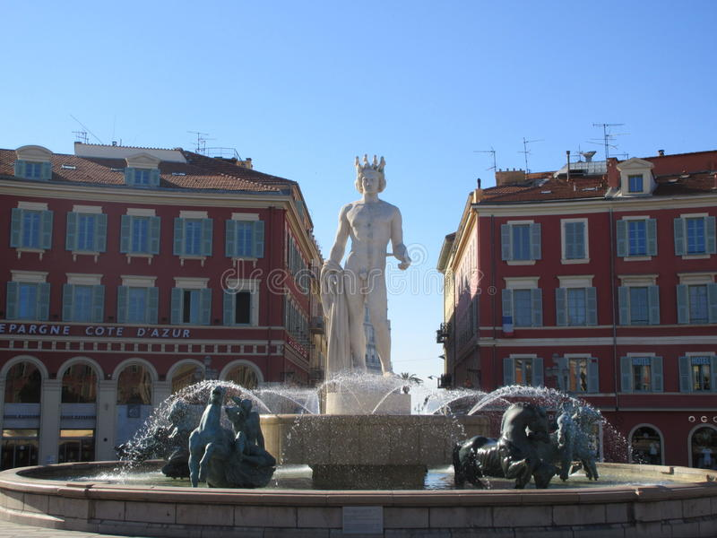 Statua i fontanna w Ładnym zdjęcie stock