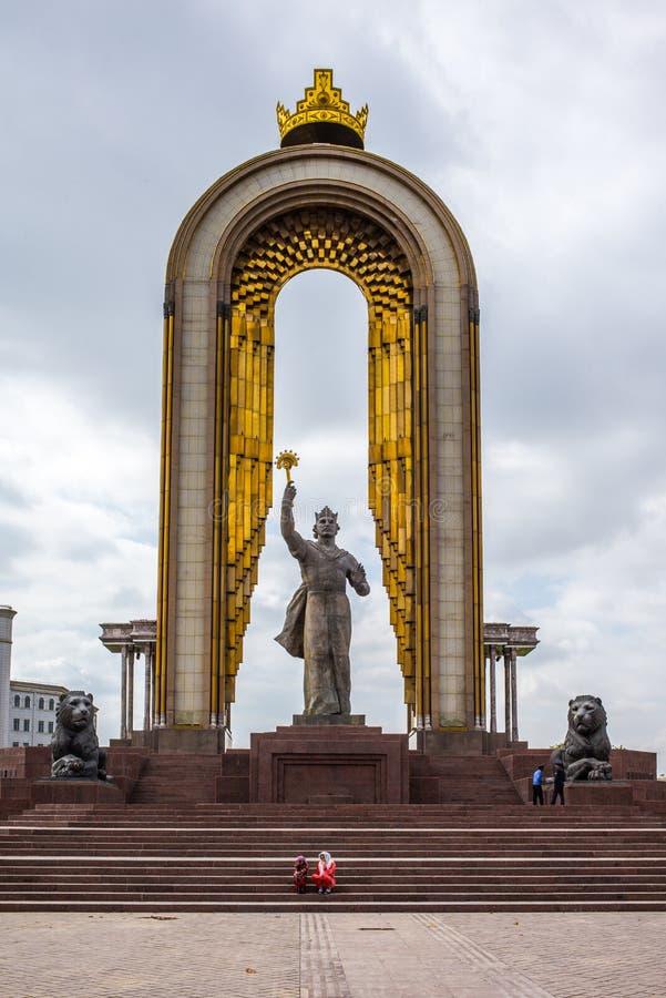 Statua Ismoil Somoni w centre Dushanbe obraz stock