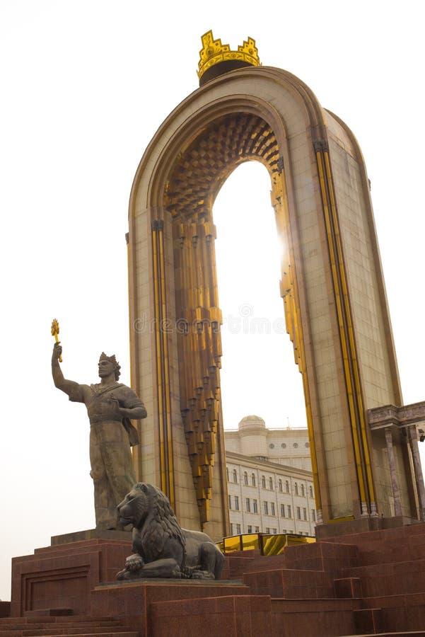 Statua Ismoil Somoni w centre Dushanbe obrazy royalty free