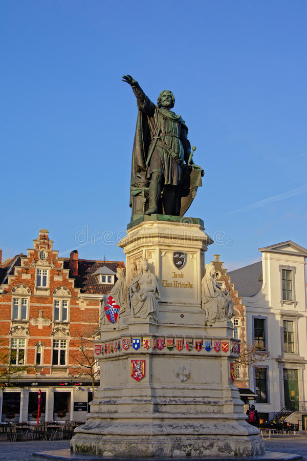 Statua Jacob Van Artevelde na Vrijdagsmarkt kwadracie w Ghent zdjęcia stock