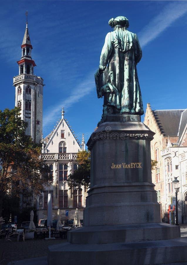 Statua Jean Van Eyck Square Bruges Belgium immagine stock
