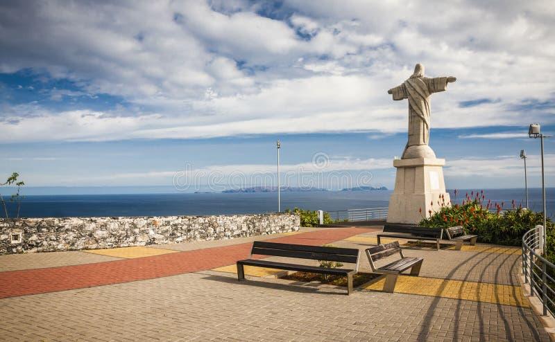Statua jezus chrystus przy Garajau w Funchal z zadziwiającym areal widokiem, madera zdjęcia stock