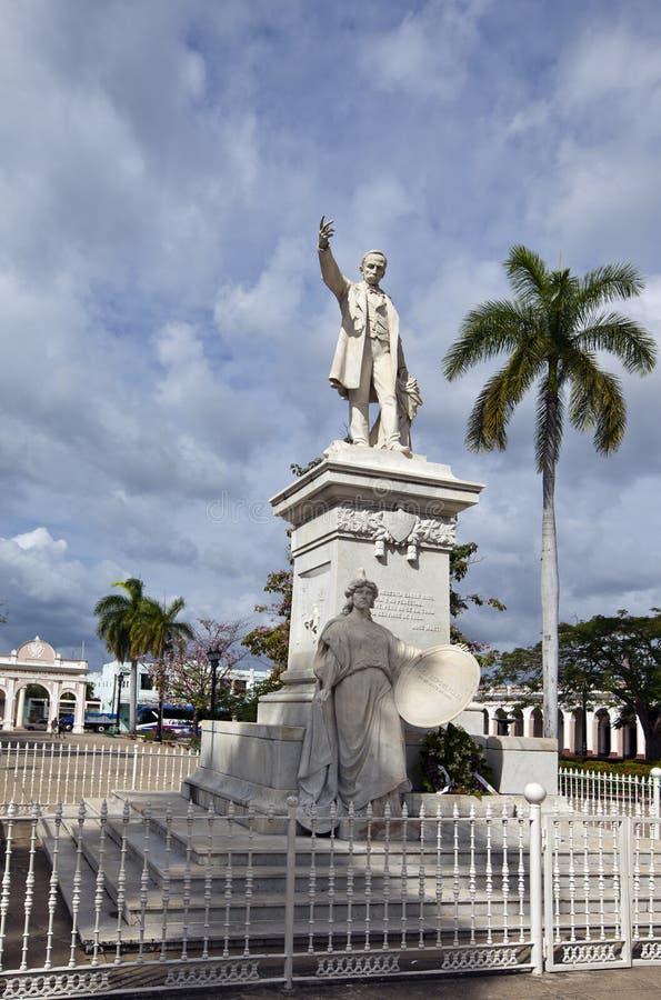 Statua Jose Marti wewnątrz w Jose Marti parku Kuba Cienfuegos zdjęcia royalty free