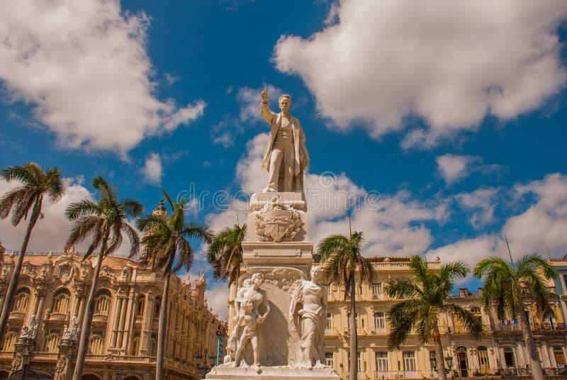Statua Jose Martion tło drzewa i budynki Kuba havarti zdjęcie stock