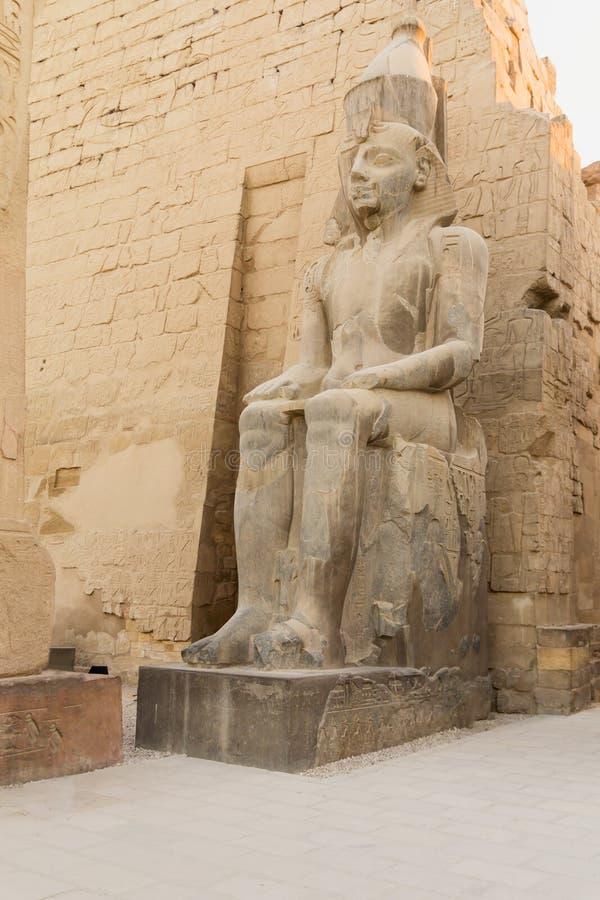 Statua królewiątka Ramses II Luxor świątynia, Egipt obrazy stock