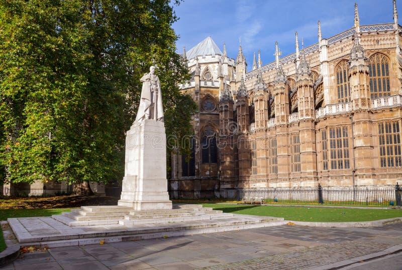 Statua królewiątko George V w Starym pałac jardzie Westminister Londyn U zdjęcia royalty free