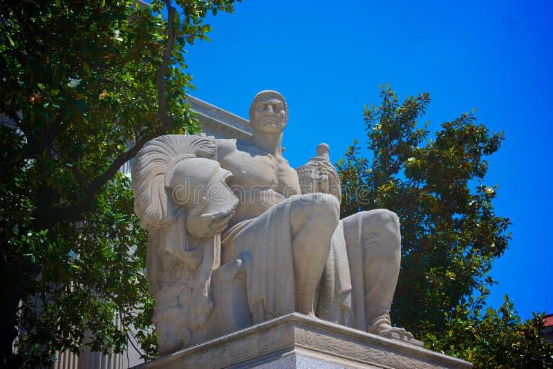 Statua kustodia przy Krajowymi archiwami obraz royalty free