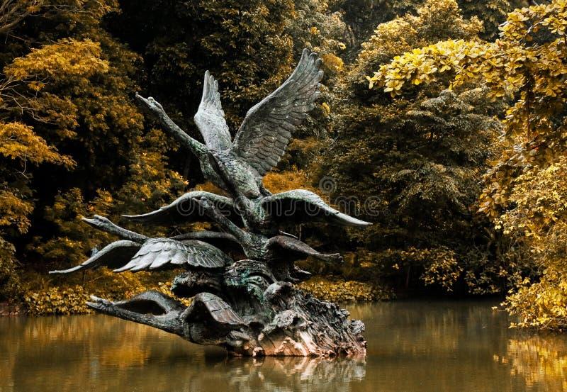 Statua latający łabędź zdjęcia royalty free