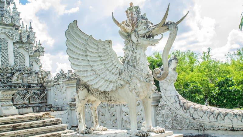 Statua Lembuswana w Pulau Kumala, mitologii zwierzę od Indonezja, w Hinduskiej Stylowej świątyni zdjęcie royalty free