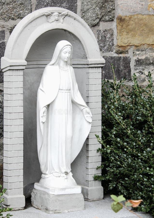 Statua Mary na zewnątrz kościół St Anthony Padua, Nowy Jork obrazy royalty free