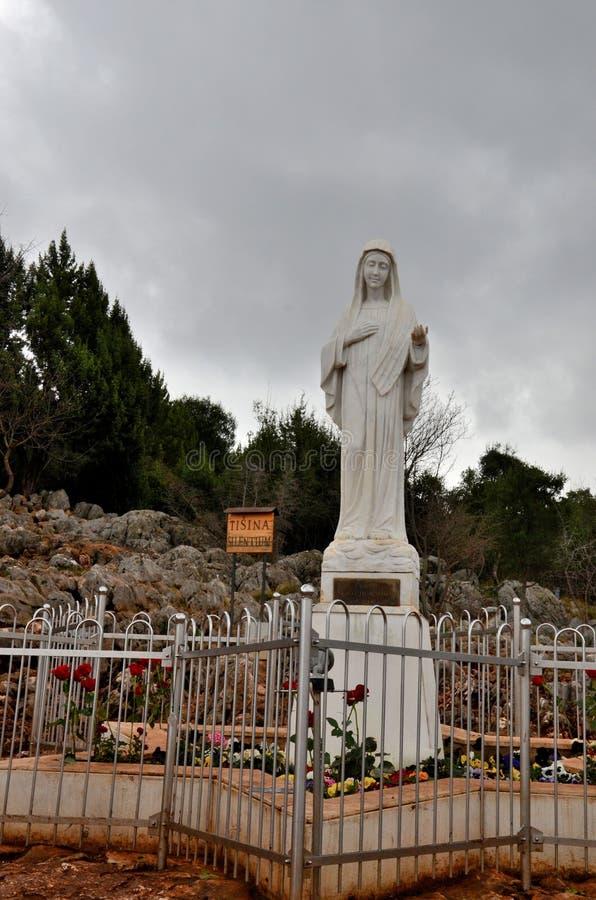 Statua maryja dziewica przy Medjugorje pielgrzymim miejscem Bośnia, Herzegovina - obraz stock
