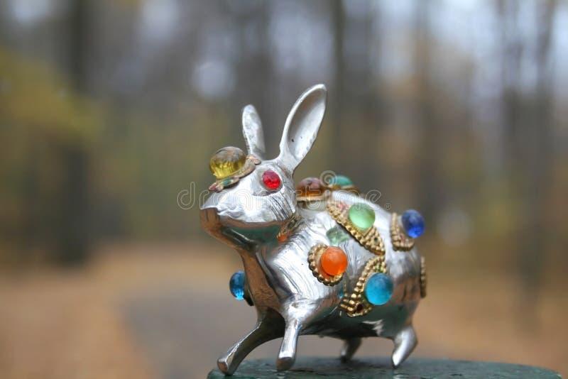 Statua metallica del coniglio fotografia stock libera da diritti
