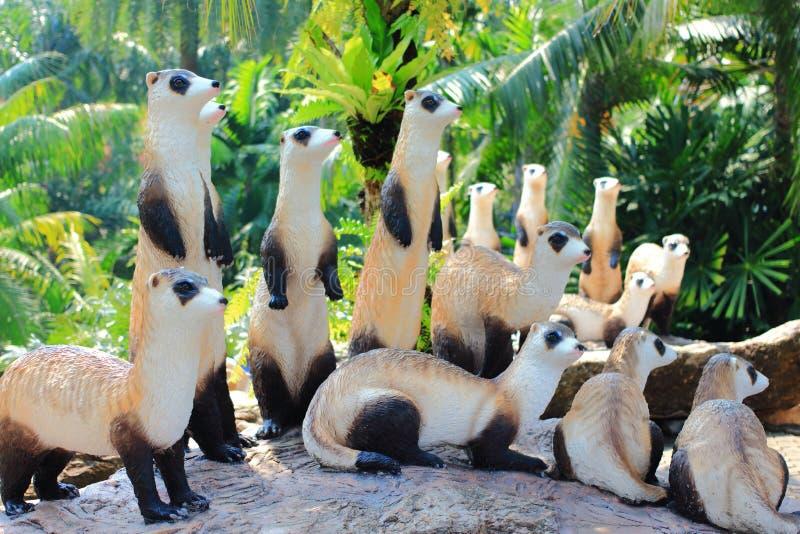 Statua metallica del meerkat immagine stock