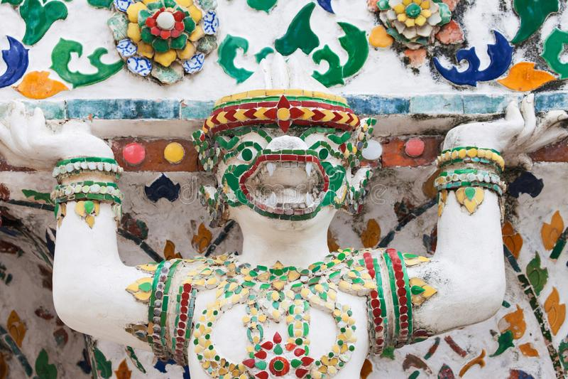 Statua mitologica della scimmia a Wat Arun fotografia stock libera da diritti