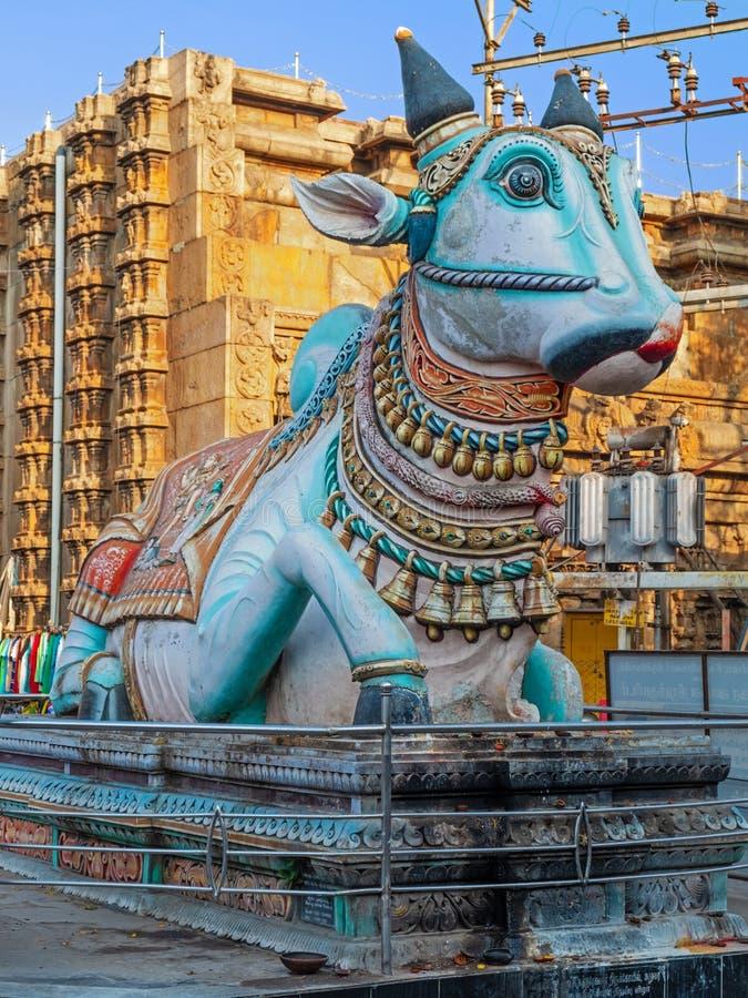 Statua mityczny byk znać jako Nandi w hinduizmu obrazy royalty free