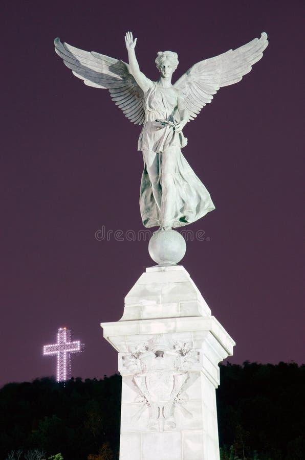 Statua Mont-Reale di angelo e della traversa fotografia stock