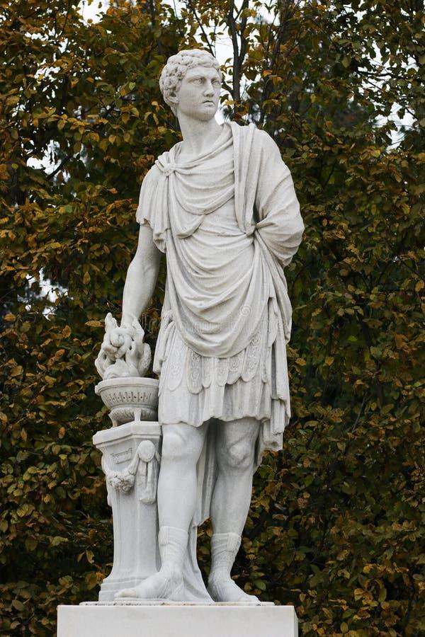 Statua Mucius Scaevola, Romański bohater, Schonbrunn pałac w Wiedeń, Austria zdjęcia stock