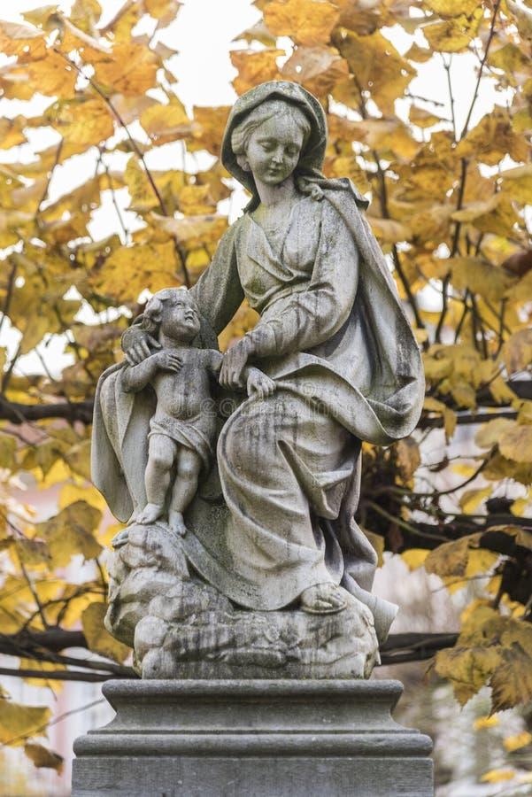 Statua Nasz damy i Chrystus kościół nasz dama w Bruges fotografia stock