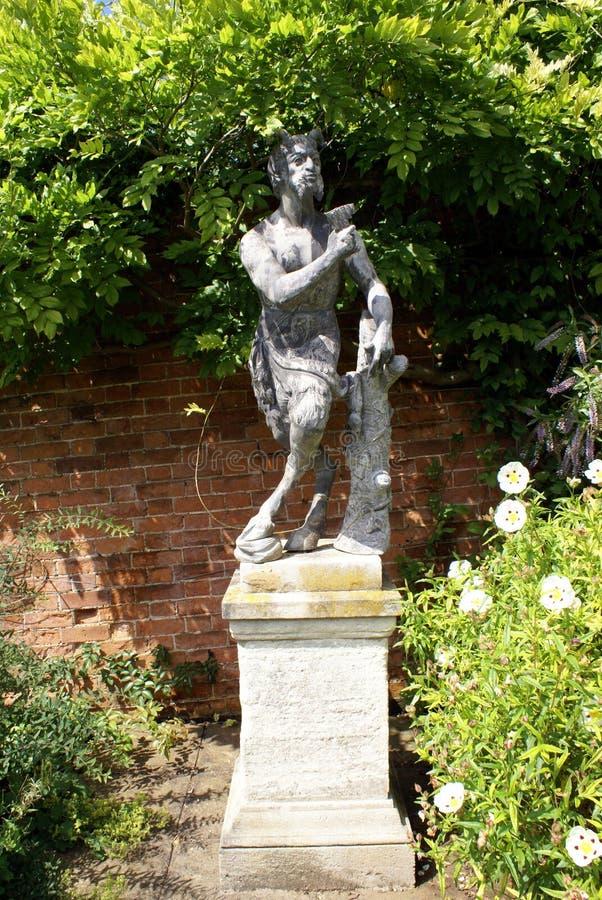 Statua niecka przy Rokokowymi ogródami w Painswick, Gloucestershire, Anglia, Europa obrazy royalty free