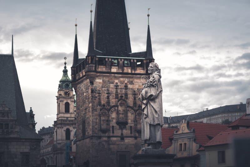 Statua Philip Benizi na Charles moście prague czeska republika zdjęcie stock