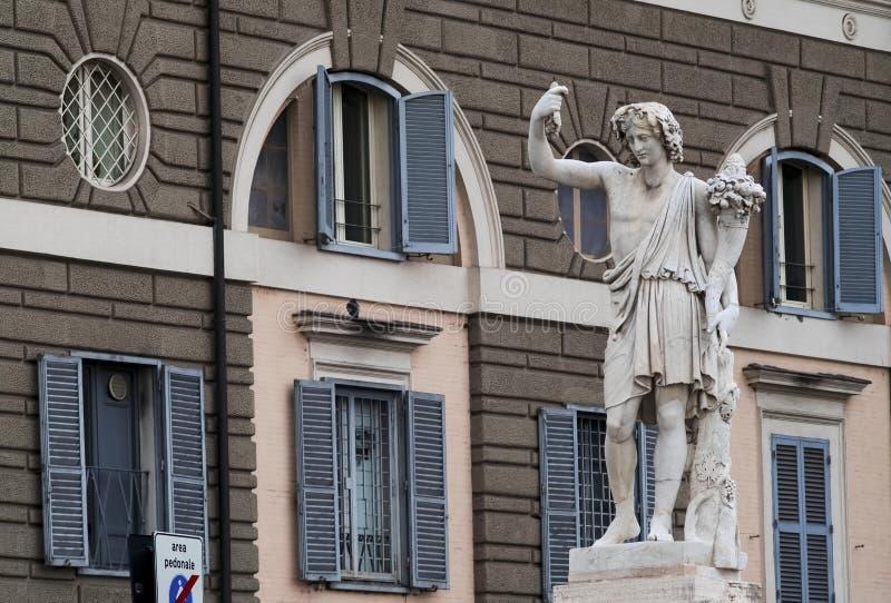Statua in Piazza del Popolo a Roma, scolpita da Giovanni Ceccarini, 1822 fotografia stock