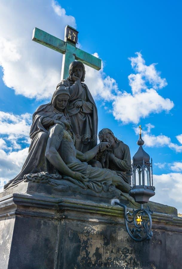 Statua Pieta na Charles moscie w Praga obrazy stock