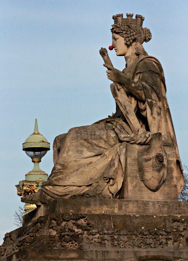 Statua przed Tuileries ogródem z Czerwonym nosem zdjęcia stock