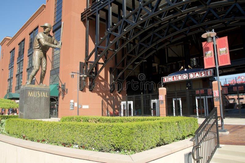 Statua przy busch stadium, śródmieścia St Louis obraz stock