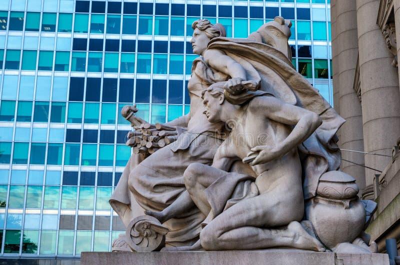 Statua przy frontową powierzchownością Alexander Hamilton U S Obyczajowy dom, muzeum narodowe Amerykańsko-indiański, Nowy Jork, u obraz royalty free