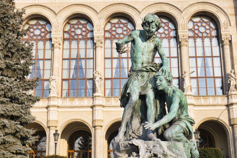 Statua przy Vigado filharmonią w Budapest, Węgry fotografia royalty free