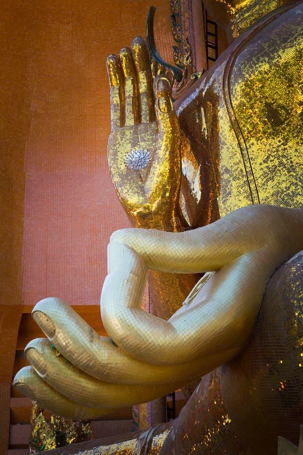 Statua ręka Buddha w świątyni obrazy royalty free