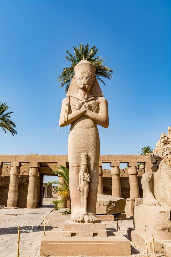 Statua Ramses Wielki Ramses II w Karnak świątyni, Luxor, Egipt obraz stock