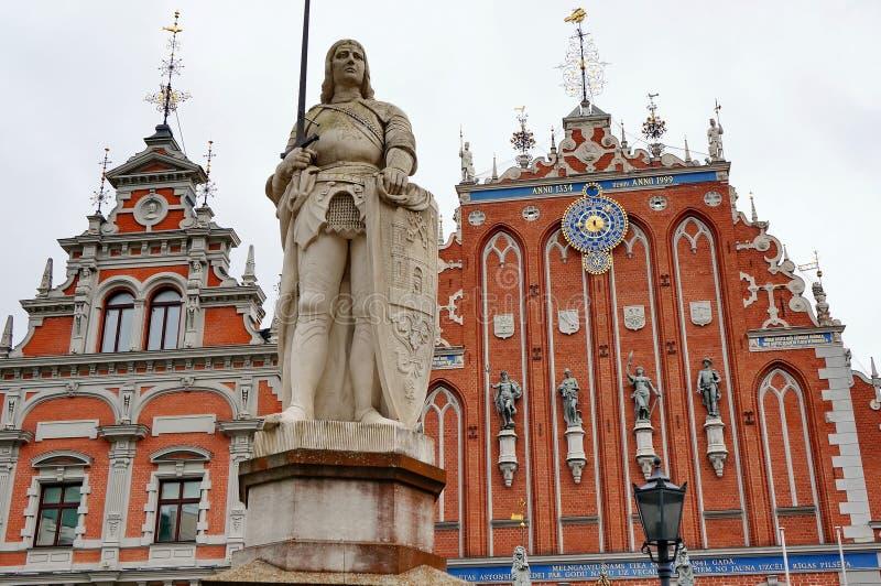 Statua rycerz Roland symbol urz?d miasta kwadrat na tle fasada, rozpoznawalny i s?awny obrazy royalty free