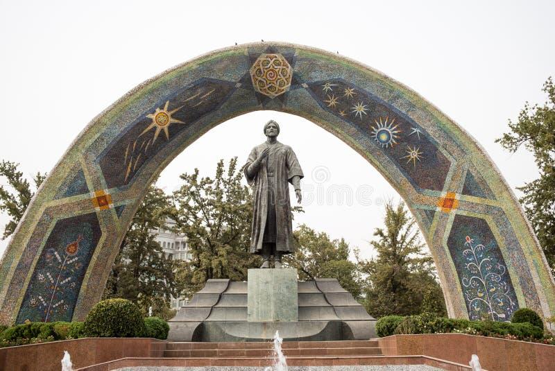 Statua sławna Perska poeta Rudaki w Rudaki parku zdjęcia stock