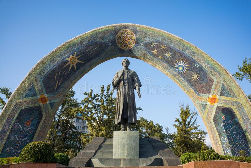 Statua sławna Perska poeta Rudaki w Rudaki parku fotografia royalty free