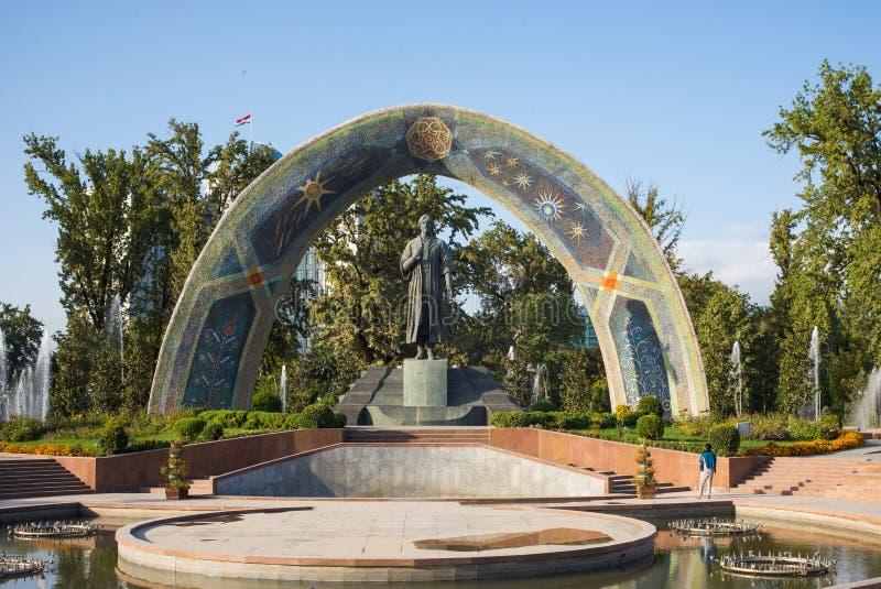 Statua sławna Perska poeta Rudaki w Rudaki parku obraz stock