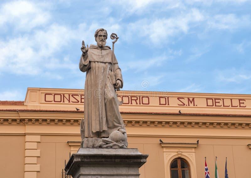 Statua S Antonino Abbate, patron Sorrento, Włochy fotografia royalty free