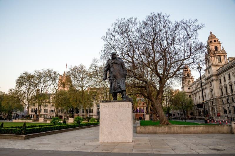 Statua Sir Winston Churchill w parlamentu kwadrata ogródzie w Westminister, Londyn obraz royalty free