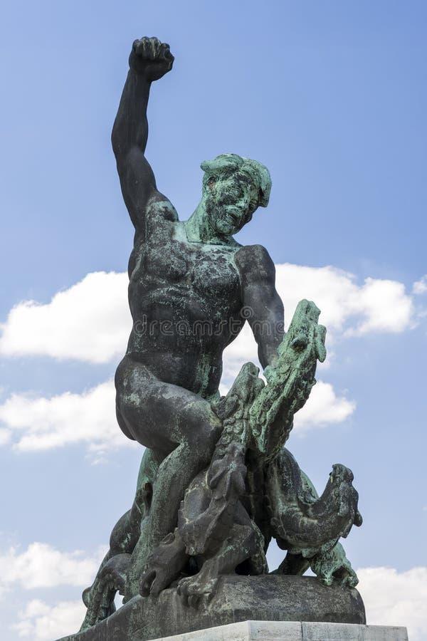 Download Statua Sopra La Collina Di Gellert, Budapest, Ungheria Fotografia Stock - Immagine di commemorativo, arte: 56882826