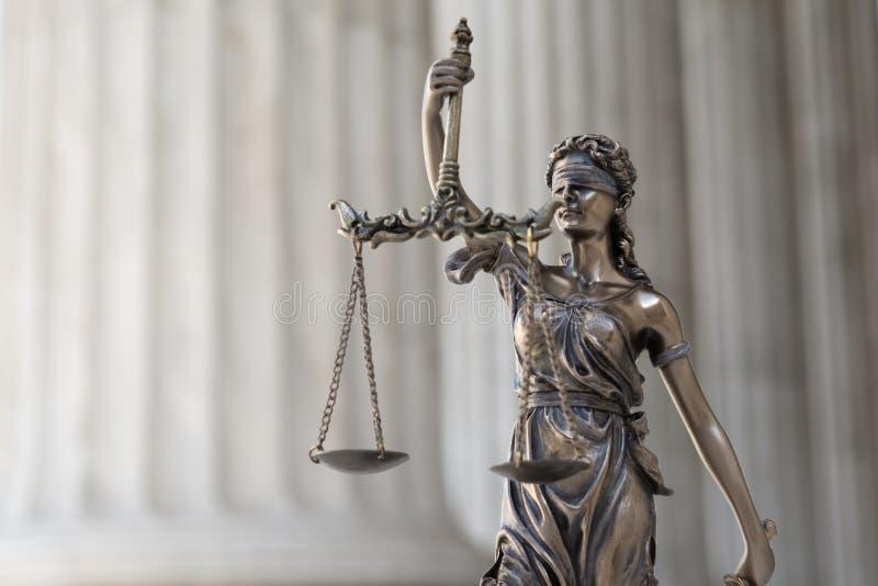 Statua sprawiedliwość Themis/Justitia z zasłoniętymi oczami bogini obrazy stock