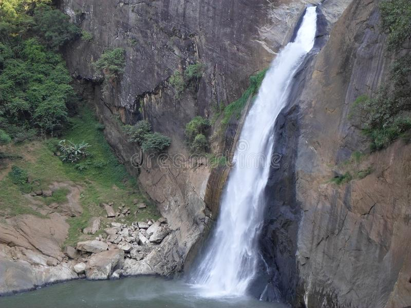 Statua Sri Lanka dell'acqua di Diyaluma fotografie stock libere da diritti