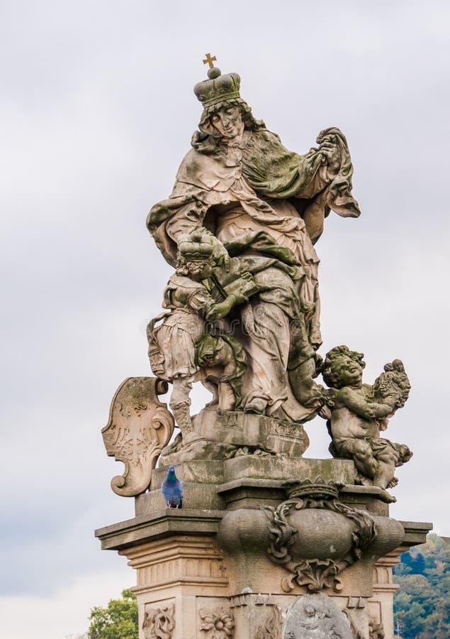 Statua St Ludmila, jej wnuka St Wenceslas na Charles moscie w Praga, czech fotografia stock