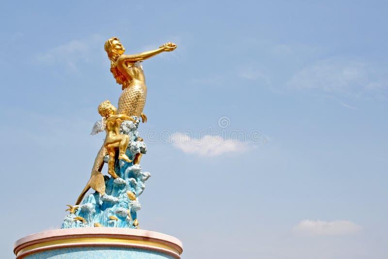 Statua syrenka i amorek obraz royalty free